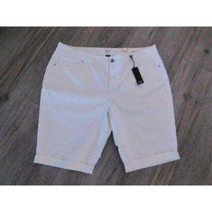 ANA Women's WHITE Bermuda Shorts size 22